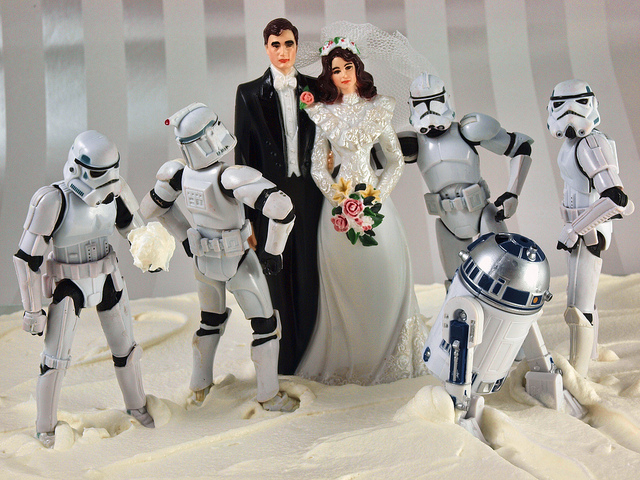 How to take advantage of unusual wedding trends star wars weding cake topper junglespirit Images